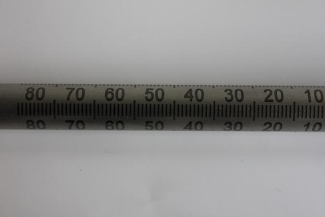 Faserlaseranlassbeschriftung mit dem skylaser MARK auf einer Messstange