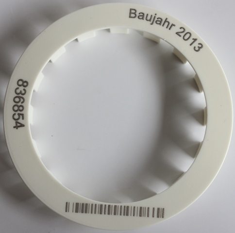 Faserlaserbeschriftung mit dem skylaser MARK auf einem Kunststoffring für Wasserzähler/Wärmemessgeräte