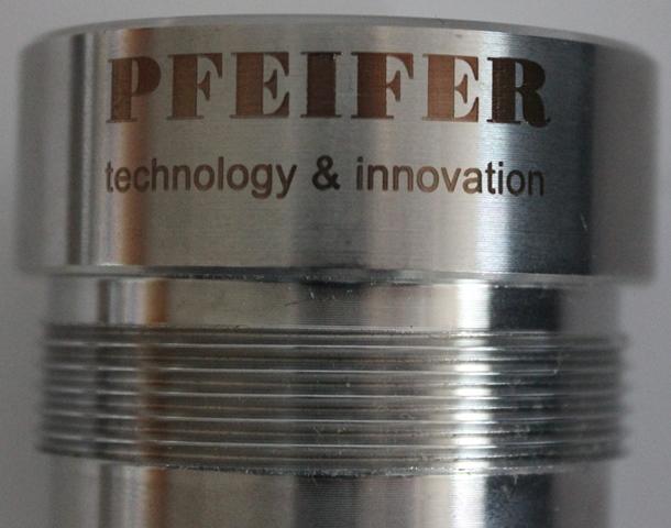 Lasermarkierung mit dem skylaser MARK und der Rundgravureinheit auf Edelstahl