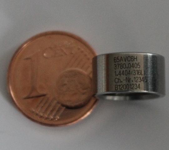 Laserbeschriftung mit dem skylaser MARK auf einer Miniaturabstandshülse